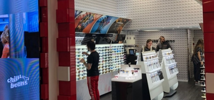 5fd300d80846b Chilli Beans inaugura loja conceito em Curitiba
