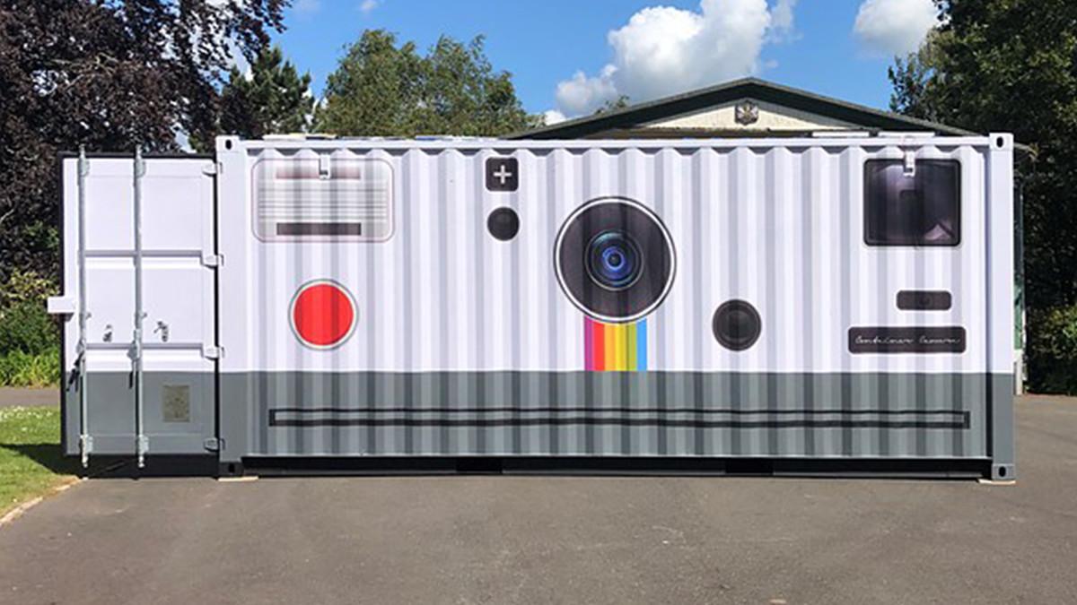 container polaroid