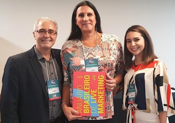Julio Feijó, Dra. Marcia Rocha e Cindy Feijó no lançamento do Anuario. Publicação tratou da diversidade no editorial