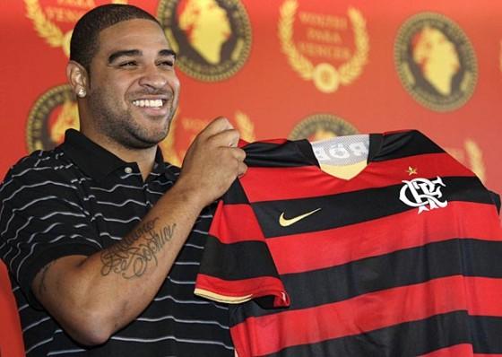 Adriano participa da festa no Maracanã.