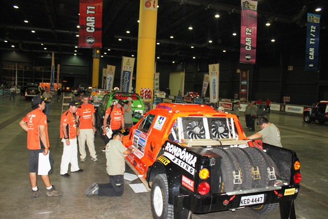 equipe-rondonia-racing-na-vistoria-do-dakar