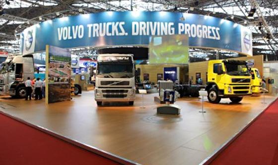 Estande da Volvo no 17º Salão Internacional do Transporte.