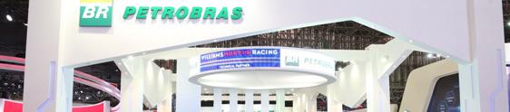 Felipe Massa é a atração do estande da Petrobras