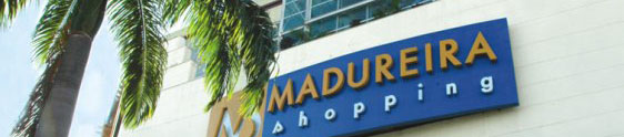 Madureira Shopping ilumina a fachada de azul