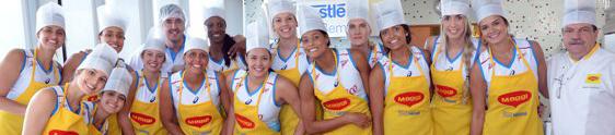 Nestlé leva atletas do time de vôlei para a cozinha